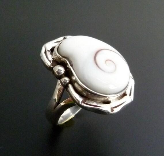 Sterling Silver Shiva Eye Ring - Handmade Silver Ring with Shiva Eye Shell - Shell Silver Statement Ring - Custom Made Cats Eye Ring