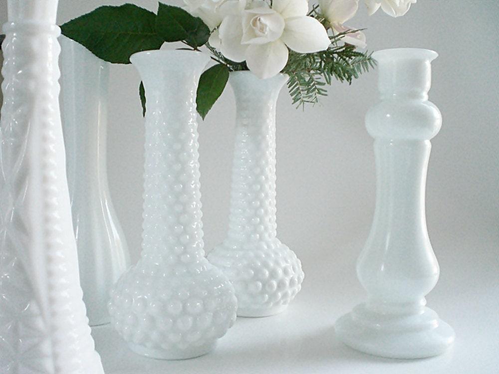 vintage milk glass vases white bud vase by vintagebiffann. Black Bedroom Furniture Sets. Home Design Ideas