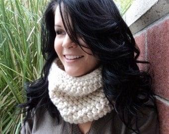 Crochet cowl / crochet scarf/Chunky Charleston Cream Cowl/gift