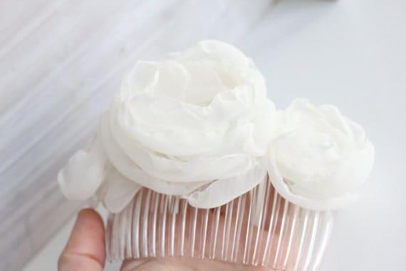 Light ivory flower hair comb, bridal hair accessory, handmade