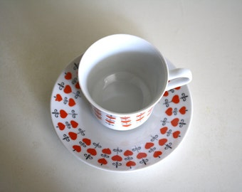 Queen of Hearts: Vintage teacup and saucer