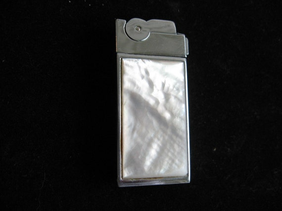 ON SALE Vintage--A.S.R.--Ascot Lighter Pearl and Silver U.S.A.