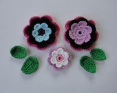 3 Crochet flowers with leaves A-18