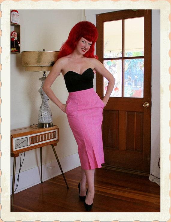 BOMBSHELL 1950's Crisp Cotton Light Flamingo Pink High Waisted Pencil Skirt - 3 Pleated Front Hem - White Stitching - Pockets - VLV - Size M
