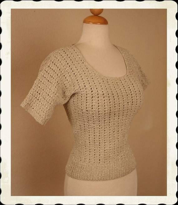 SWEATER GIRL 1950's White w/ Silver & Gold Lurex Hand Crochet Scoop Neck Cropped Sweater Blouse - Stretchy - Pinup - VLV - Size M to L