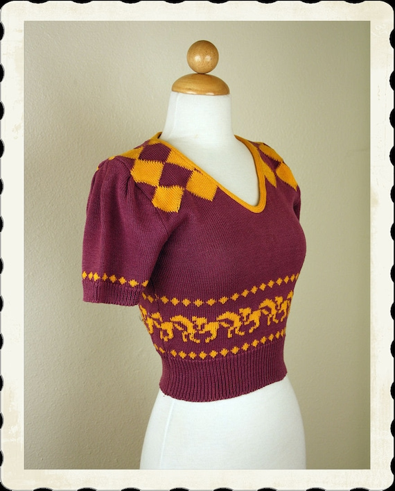 ADORABLE 1940's Kentucky Derby Theme Cropped Knitted Novelty Sweater Blouse - Rich Colors - Horse Racing Pinup - VLV - Size S to M to L