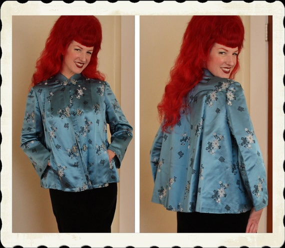 STUNNING 1940's Asian Silk Brocade Cropped Swing Jacket by The Best Co. of Kowloon - Hidden Pockets - Back Pointed Yolk - Plus Size L to XXL