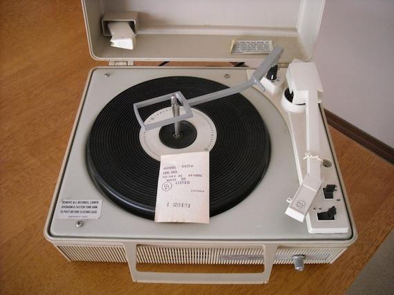 Vintage General Electric Portable Record Player by retrorustics on Etsy