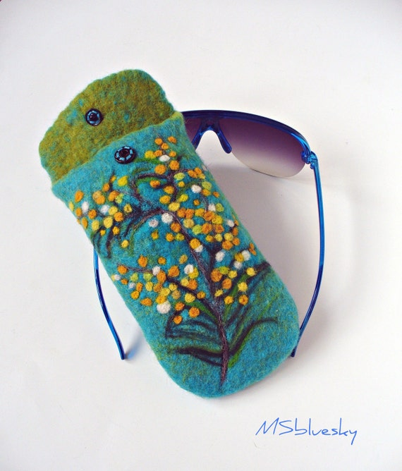 Wet Felted Spring flowers Eyeglasses Case Ready to Ship with metal closure garden handmade gift for her under 50 USD