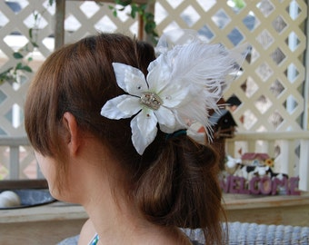 White Flower Hair Clip/Bridal Fascinator with Tulle and Feathers
