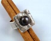 Black Pearl Texture Silver Cocktail Ring - ElenadE