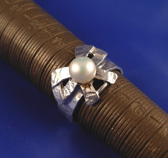 Sterling Silver Bow Pearl Ring  - ElenadE