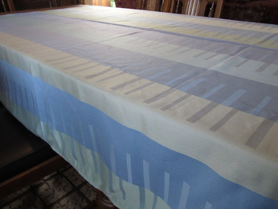 Long and Lovely Table Cloth, Great Colors and Design