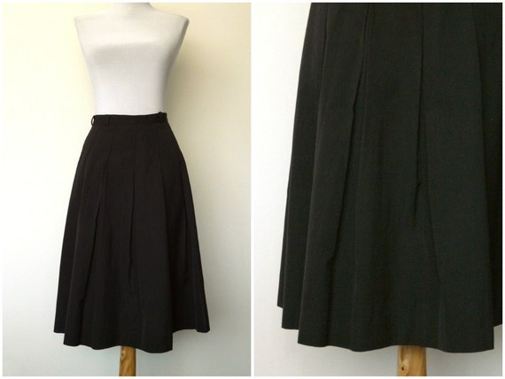 Vintage 50s black pleated skirt classic flared (small)