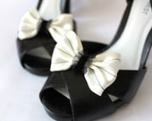 Shoe Clips - Cream Pinstripe Bows - Glamcessories