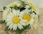 Vintage White Daisy Retro Faux Flower Candle Ring Retro Fun for your Summer Table