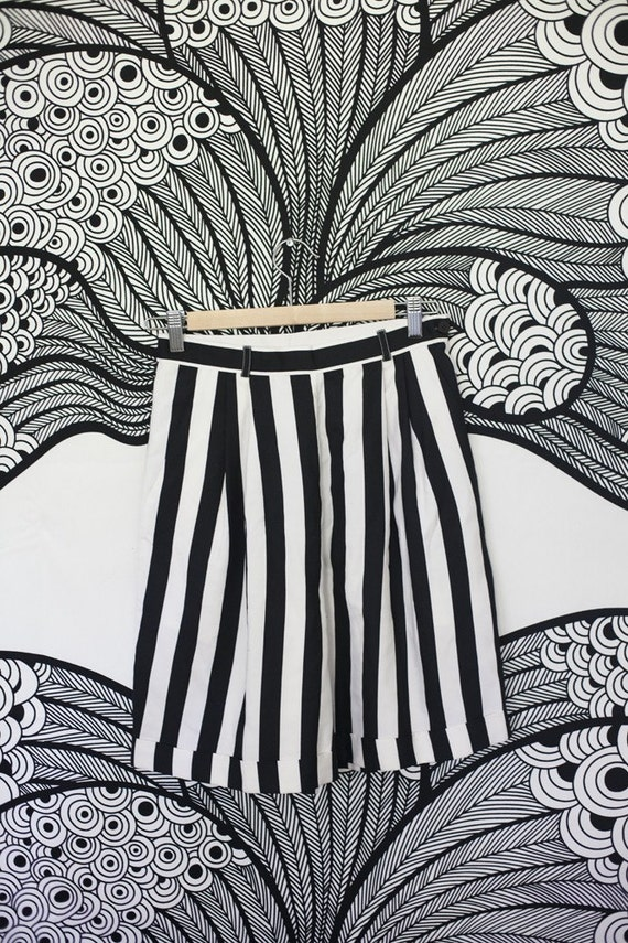 Vintage Designer Bloomingdales Shorts Silk High-Waisted Long Black and White Stripes Pockets Cuffed Medium