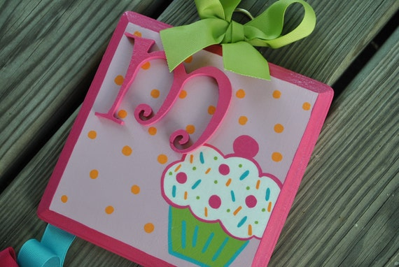 Bow Holder - CUPCAKE WHIMSY Design - Medium - Handpainted and Personalized Hairbow Holder