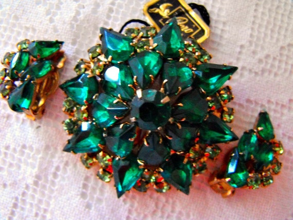 Vintage Dimensional Emerald Green  and Peridot  Rhinestone Brooch and Earring Set By Coro, Original Coro Tag Still Attached To Brooch