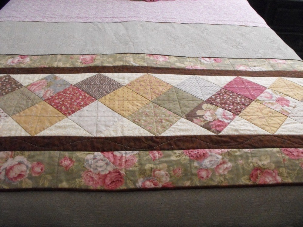 Quilted bed runner for double queen or king size beds for Bed quilting designs