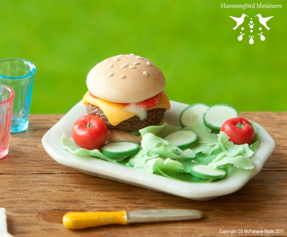 Burger with Salad 1/12 dollhouse miniature