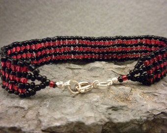 WOVEN bracelet in black and red stripes