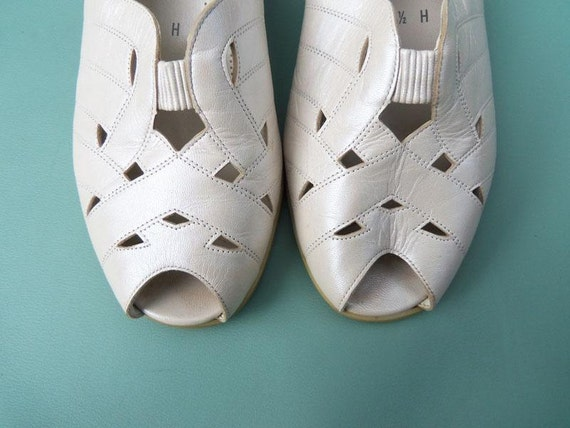 Vintage Womens Leather Heel Shoes size 7 seven Opalescent Pearl