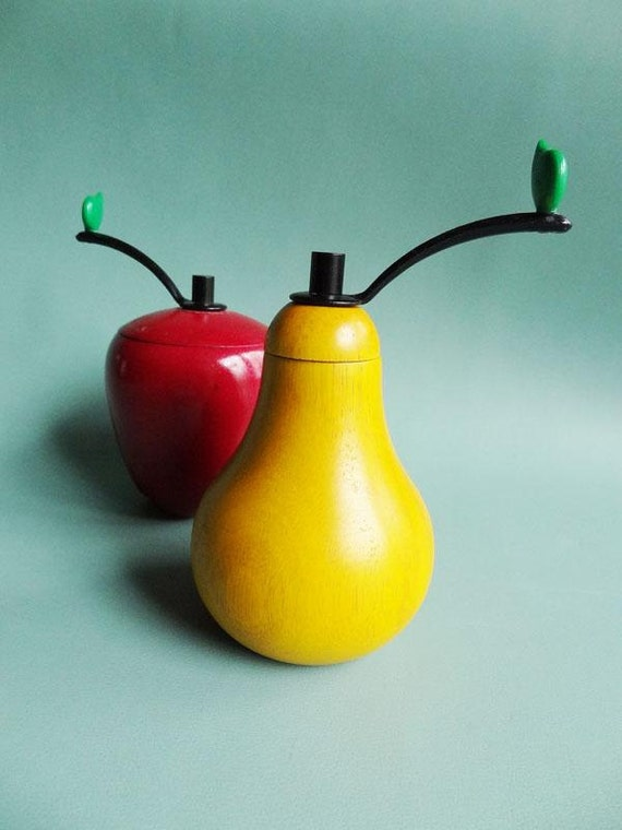Vintage Salt and Pepper Grinders Apples and Pears Red and Yellow