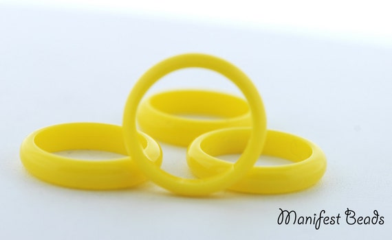STORE CLOSING 7 pcs Vintage Lucite 21mm rings Yellow