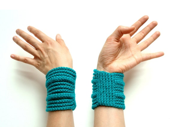 ON SALE Now 34 was 48 - emerald rib cage cuff - spring fashion - crocheted vegan acrylic - Ready Handmade by dslookkin on Etsy