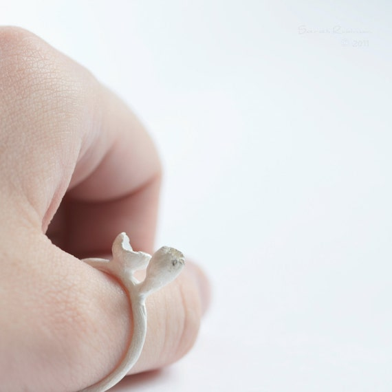 T17 White Bud Ring
