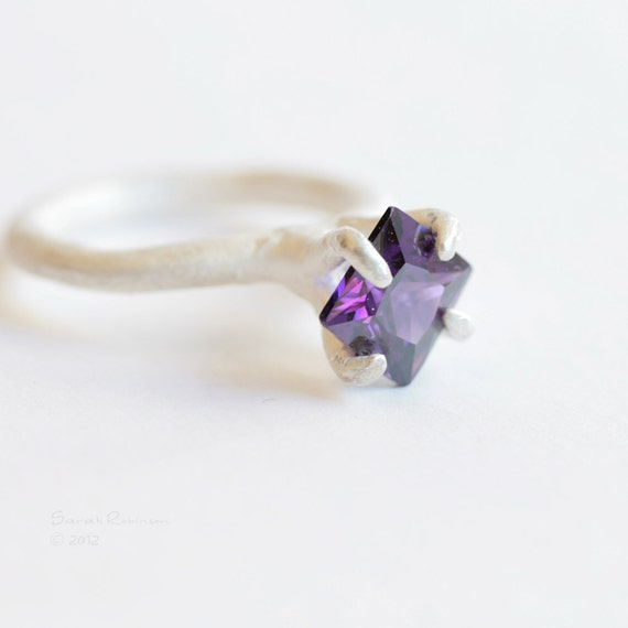 Sterling Prong Ring with Amethyst Organic Solitaire T16