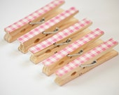 Set of 5 Pink and White Gingham Decorated Wooden Clothes Pegs / Clothes Pins / Clips