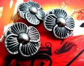 Flower Metal Buttons - 10 pcs Nickel Silver Flower Buttons. 0.79 inch