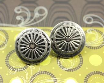 Metal Buttons - Emboss Big Daisy Bloom Design Gunmetal  Buttons, 0.79 inch, 10 pcs