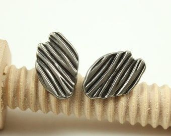 Metal Buttons - Amazing 10 Pieces Of ASYMMETRICAL Bump Stripes Gunmetal Buttons. 0.71 inch