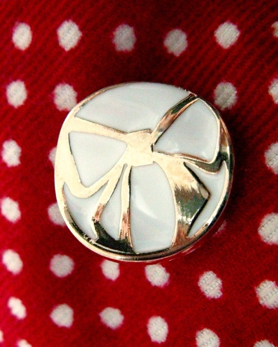 Metal Buttons - Golden Ribbon Bow Wavy Design Ceramic White Shank Metal Buttons, 0.87 inch , 10 pcs