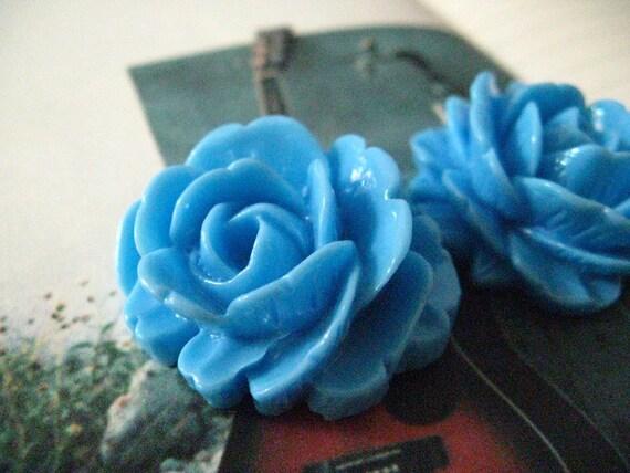 Lot 2 Large Cambridge Blue Rose Bloom Resin Cabochon, 1.18  inch