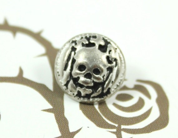 Metal Buttons - Antiqued Silver Skull Princess Pattern Shank Metal Buttons. 0.43 inch, 10 pcs