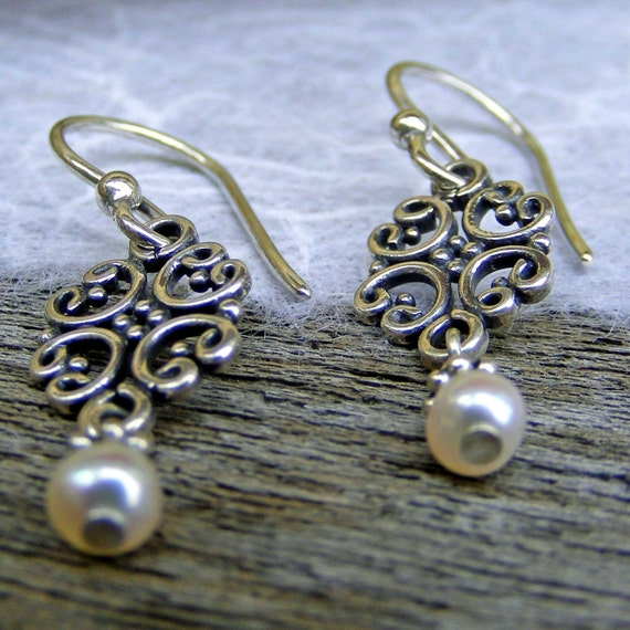 Sterling Silver Earrings with Freshwater Pearl,  Vintage Dangle Earrings, Bridesmaid Jewelry, Wedding Jewelry, Silver and Pearl Earrings