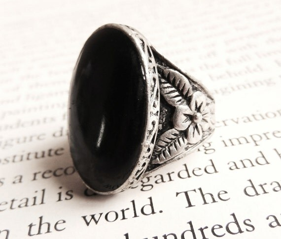 Black Stone Ring - 1970s Vintage Size 7 Ring / Midnight Vogue