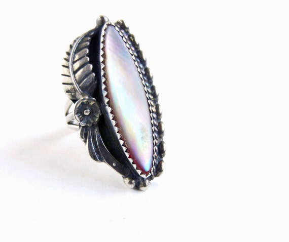Sterling Silver Mother of Pearl Ring - Vintage Size 7 Native American Signed Statement Ring / Pale Pink