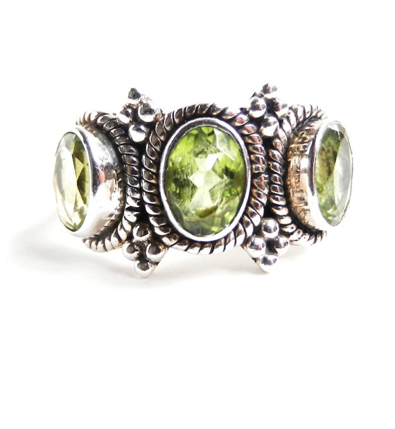Sterling Silver Light Green Stone Ring - Vintage Size 7 Costume Jewelry / India Limes
