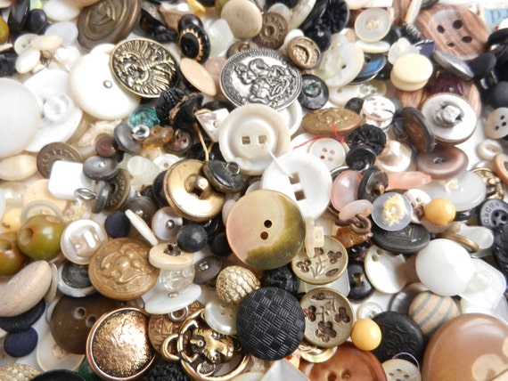 Vintage Button Lot - Huge Collection, Over 400: Mother of Pearl, Metal, Small & Large / Button Findings
