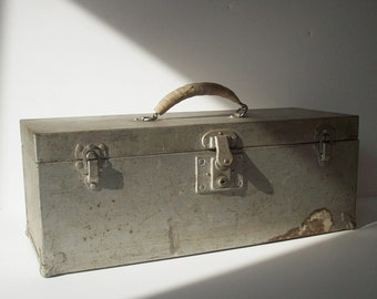 Vintage Metal Tool Box with Handle / Distressed / Silver Gray