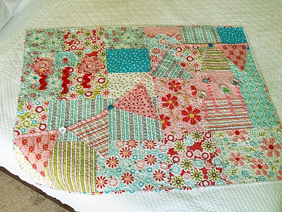 Sweet Divinity Bunting Flower Quilt for your little girl - FREE SHIPPING