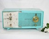 Vintage Turquoise Zenith Clock Radio