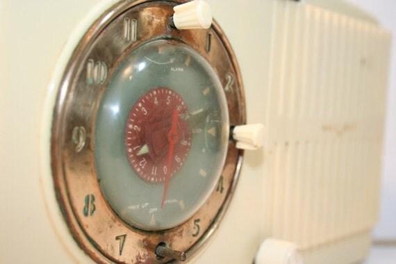SALE Vintage Ivory GE Clock Radio with Bakelite casing