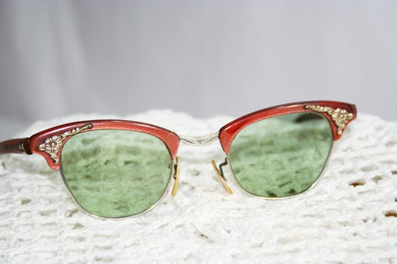Red Frame Green Lens Cat Eye Sunglasses........I.2