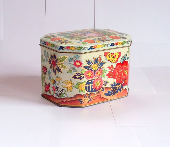 SALE - 40% off - Vintage English tin with hinged lid, floral